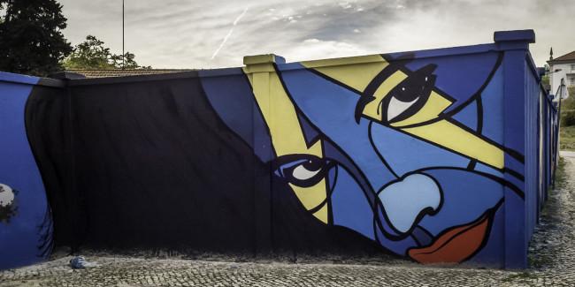 Intervenções artísticas no muro do Centro Hospitalar Psiquiátrico de Lisboa.